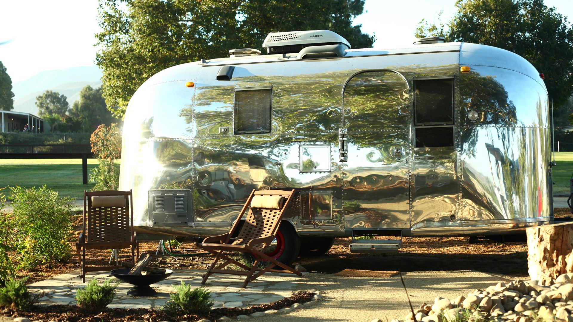 Airstream-1-Outside