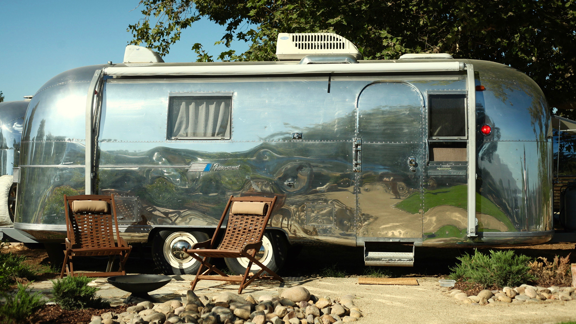 Airstream-2-Outside